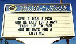 Norwalk市のWaite中学校で見つけたメッセージ